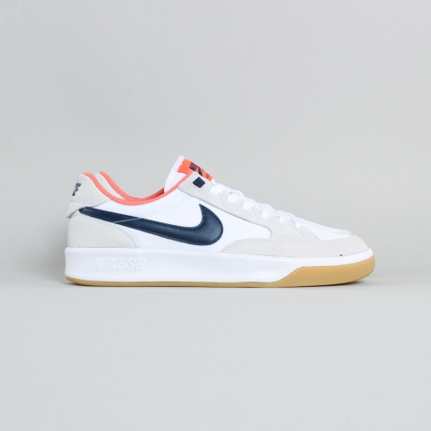 Nike – Adversary – White / Navy Gum – 102