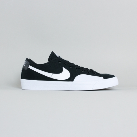 Nike – BLZR Court – Black / White – 002